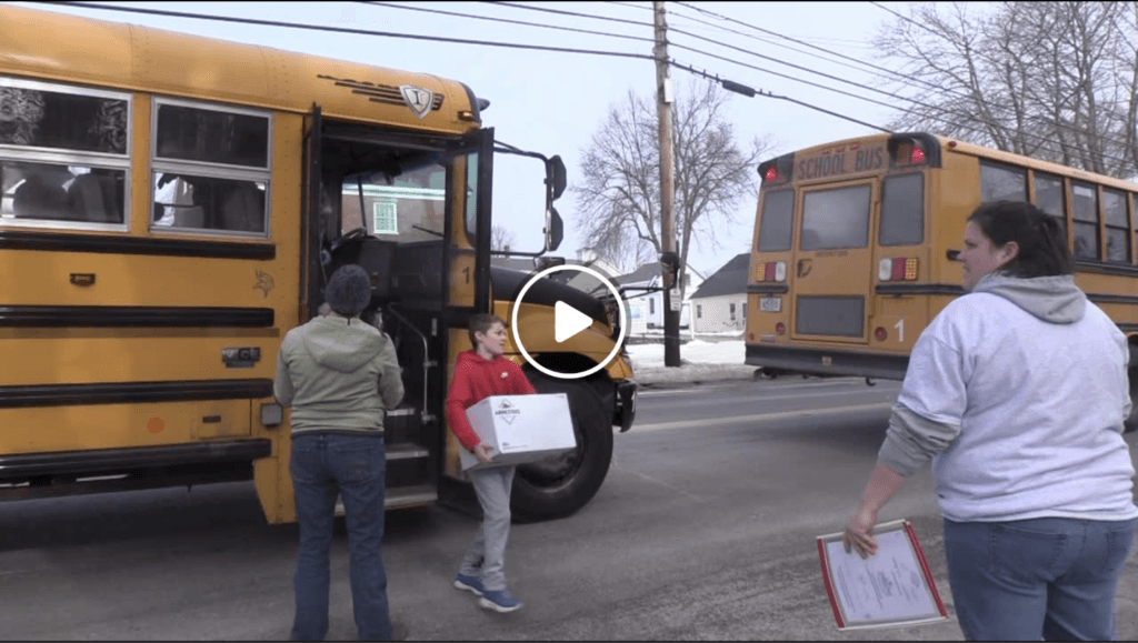 Searsport Elementary Donates to Local Food Pantry